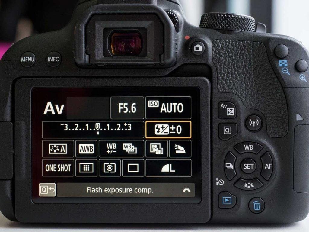 رابط کاربری یک دوربین کانن شامل صفحه نمایش و دکمه ها